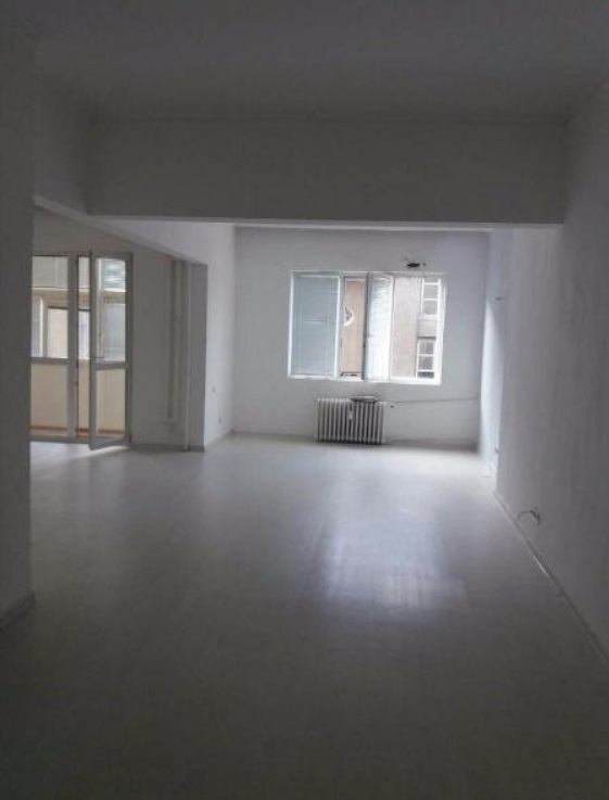 Тристаен апартамент под наем в кв. Докторски паметник
